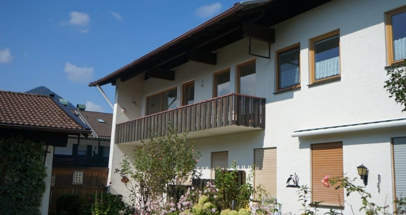 Großzügige 3-Zi-Whg. mit schönem Süd-Balkon  –  Neu renoviert – in Marquartstein